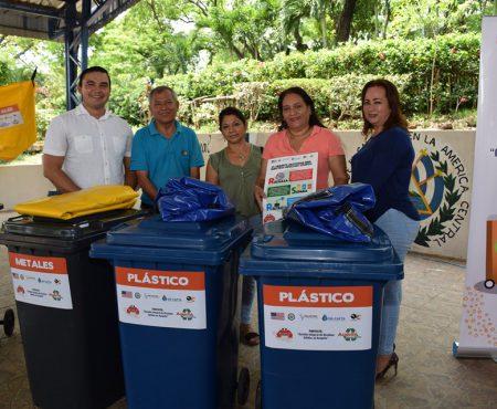 entrega-de-materiales-para-clasificar-desechos-acajutla-limpio-y-saludable